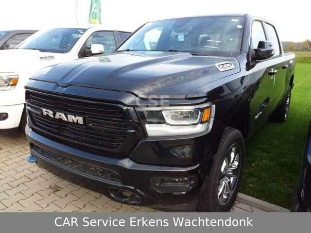RAM, Crew Cab Big Horn 4x4 5.7L Black Sport V8